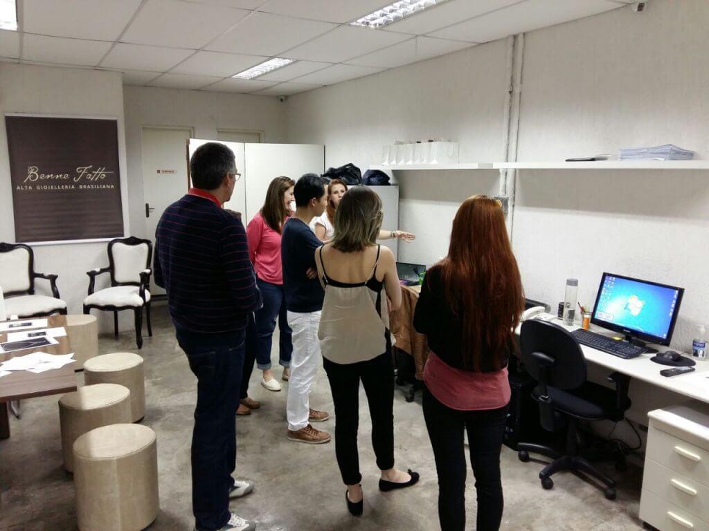 Dia de aprimorar conhecimentos: Benne Fatto recebe estudantes do Espaço Mix em sua fábrica